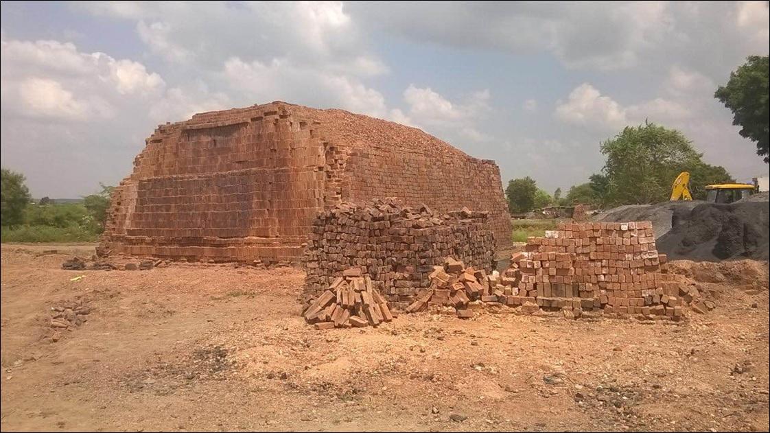 Manufacturing Clay Bricks in Ruthiyai